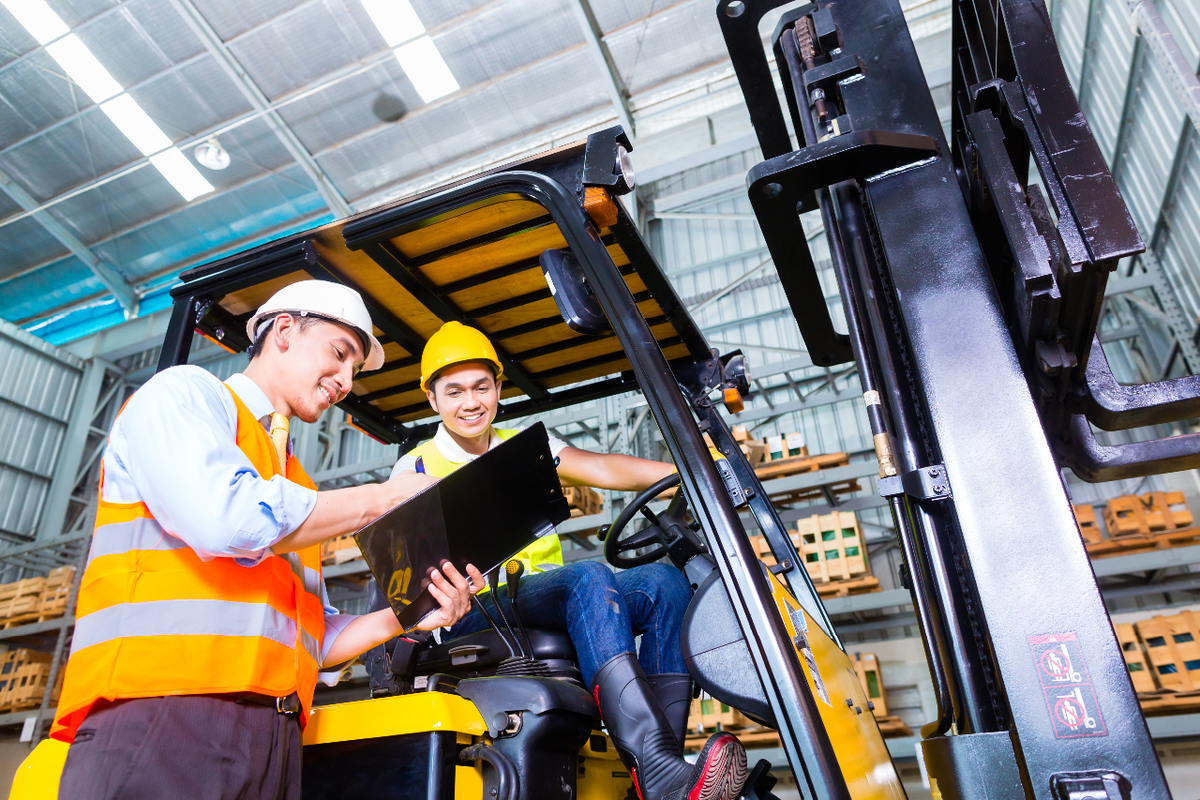 Two construction workers interacting to indicate worker participation. Obtained from kzenon/536309727/ThinkstockPhotos